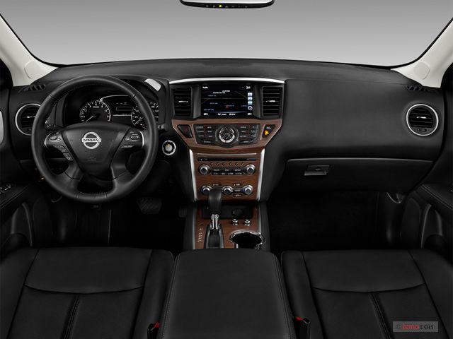 Nissan Pathfinder - салон
