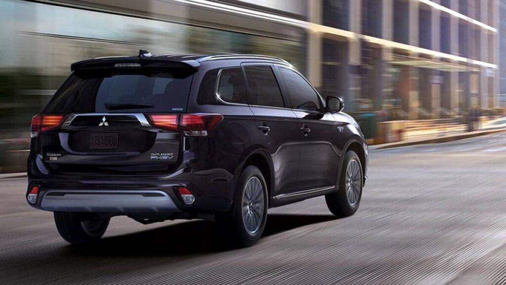 Mitsubishi Outlander PHEV 2019: плюсы и минусы