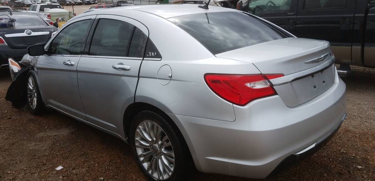 Купить 2011 CHRYSLER 200 LIMITED в Украине - 3